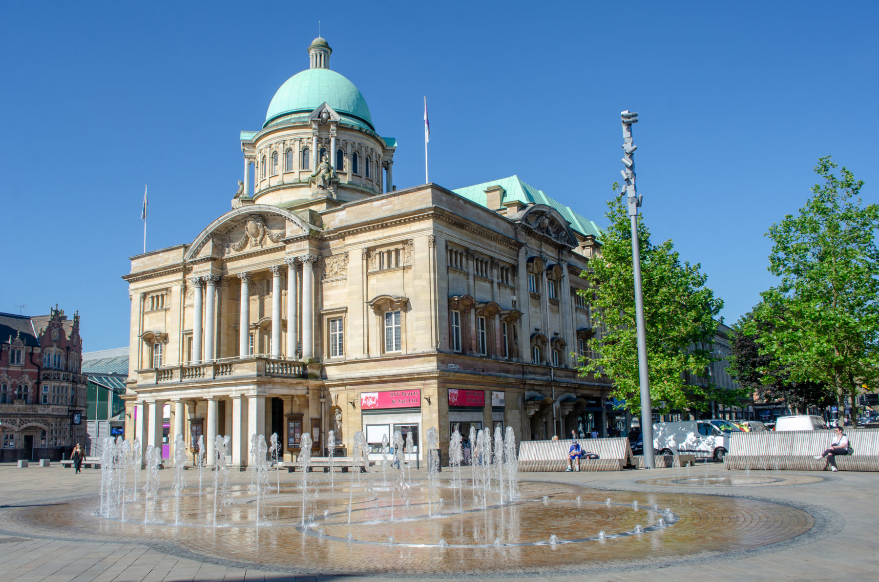 Hull City Hall and the new fountains in Queen Victoria Square